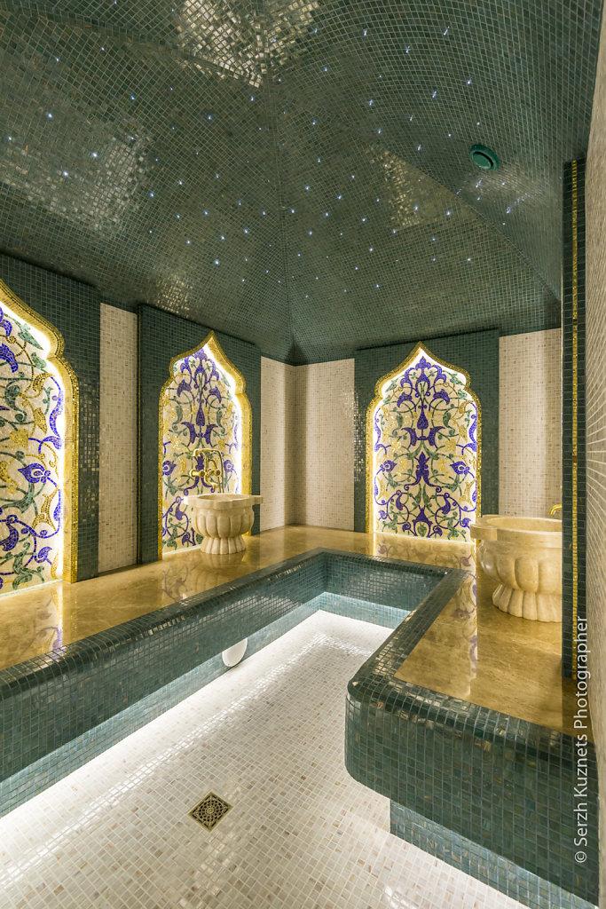 Турецкий хаммам в мозаике из золота и цвета зелёного папоротника.